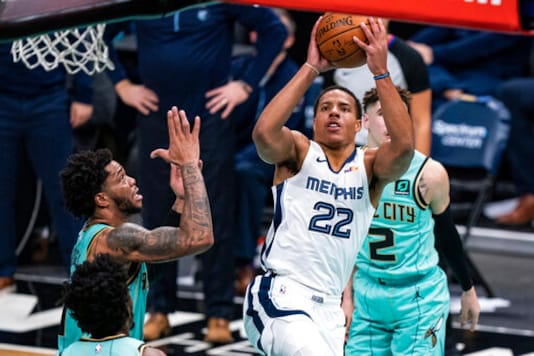 James Leads Lakers Past Grizzlies To Open 2-game Set