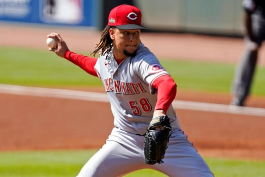 Lorenzen, Castillo Among 6 To Reach Deals With Reds