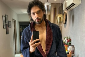 Fans Can't Over Parth Samthaan's Pics in Bathrobe