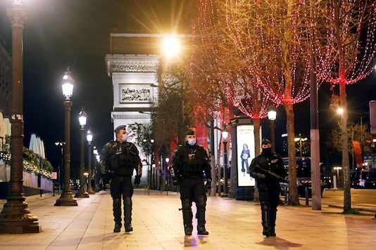 France has put into motion a nationwide curfew starting 6:pm, to be in place till 6am next morning.. (Image foe representation. REUTERS/Charles Platiau)