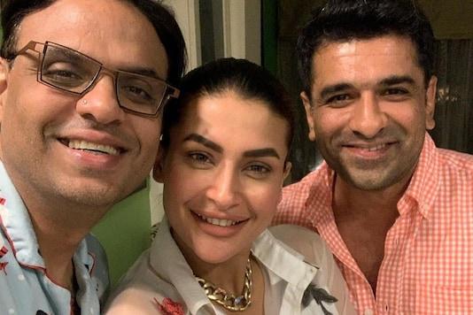 Bigg Boss 14 Lovebirds Eijaz Khan, Pavitra Punia Click Happy Selfie with Friend Sandeep Sikchand
