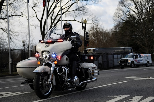A police officer patrols on a motorcycle REUTERS/Brandon Bell - RC2SBL992FCB
