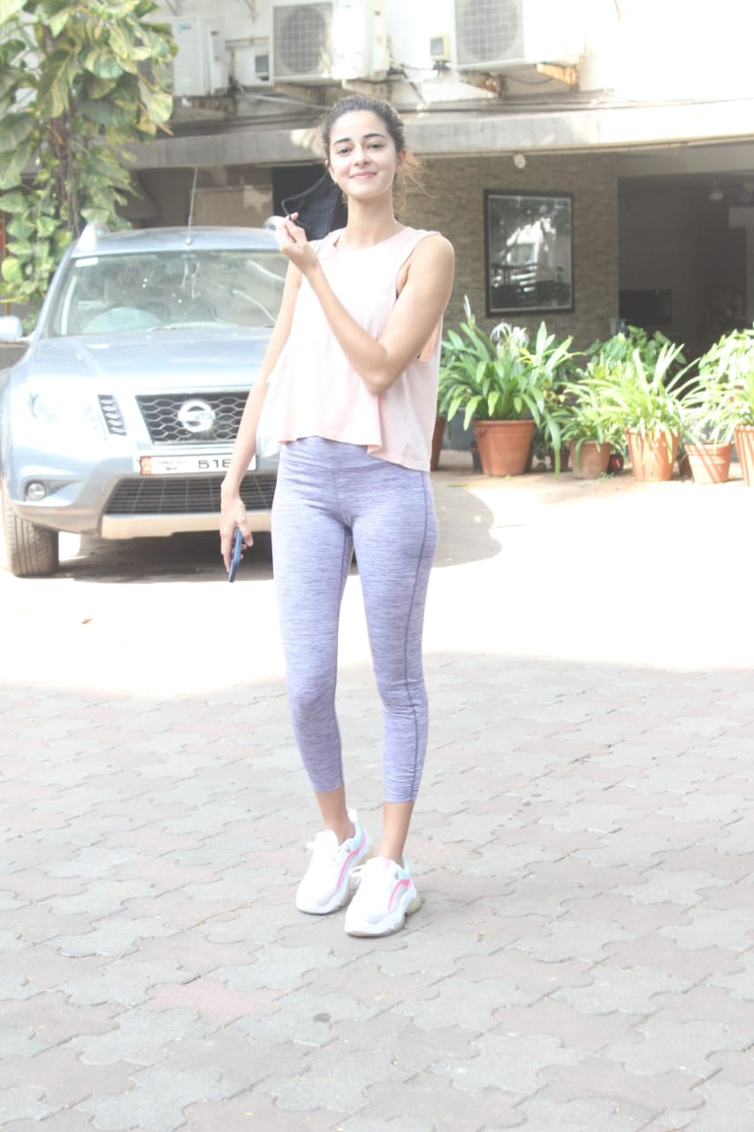 Ananya poses for shutterbugs after her yoga session. (Image: Viral Bhayani)
