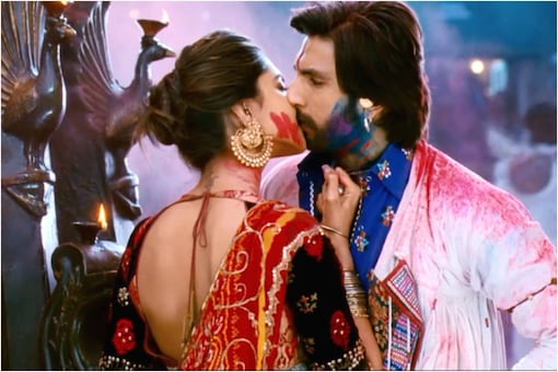 Valentine's Week Special: Raja Hindustani to Ram Leela, Here are Best On-screen Kisses in Bollywood