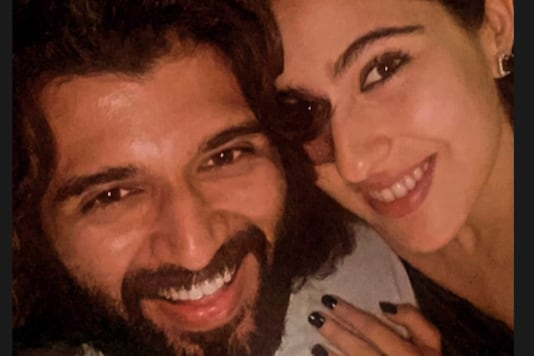 Sara Ali Khan Shares a Selfie With Vijay Deverakonda, Calls it Her Fan Moment