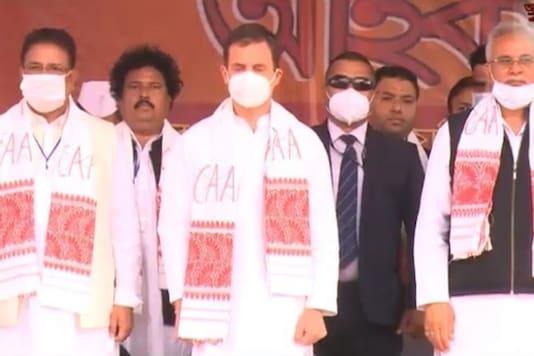 Rahul Gandhi dons an anti-CAA 'gamcha'.