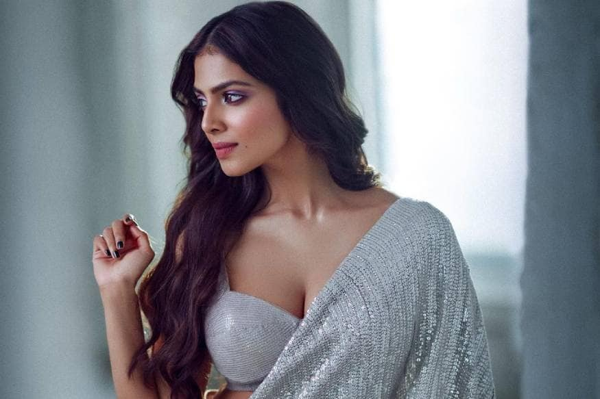 Malavika Mohanan Looks Sexy In Any Outfit She Wears, See Her Hottest Photos - News18