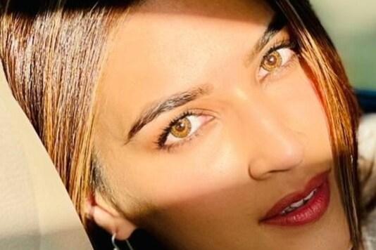 Akshay Kumar Turns Photographer for 'Gorgeous' Kriti Sanon on Bachchan Pandey Set, See Pic