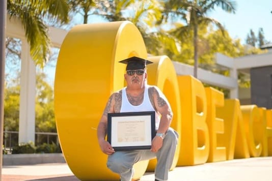 Man becomes the 'highest honour graduate' at 62. (Credit: Twitter)