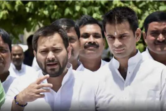 Tejashwi Yadav (L) and Tej Pratap Yadav (PTI File)