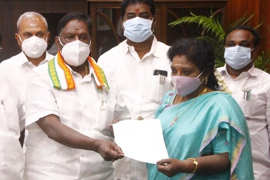 V Narayanasamy submits the letter of resignation of the chief minister and his Council of Ministers to Lt. Governor Dr Tamilisai Soundararajan. (Image: Twitter/ANI)