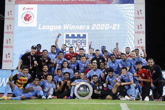 Mumbai City FC won the ISL shield with 2-0 win over ATK Mohun Bagan. (Photo Credit: MCFC Twitter)