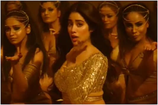 'Golden Girl' Janhvi Kapoor Flaunts Belly Dancing Skills in Roohi's New Song Nadiyon Paar