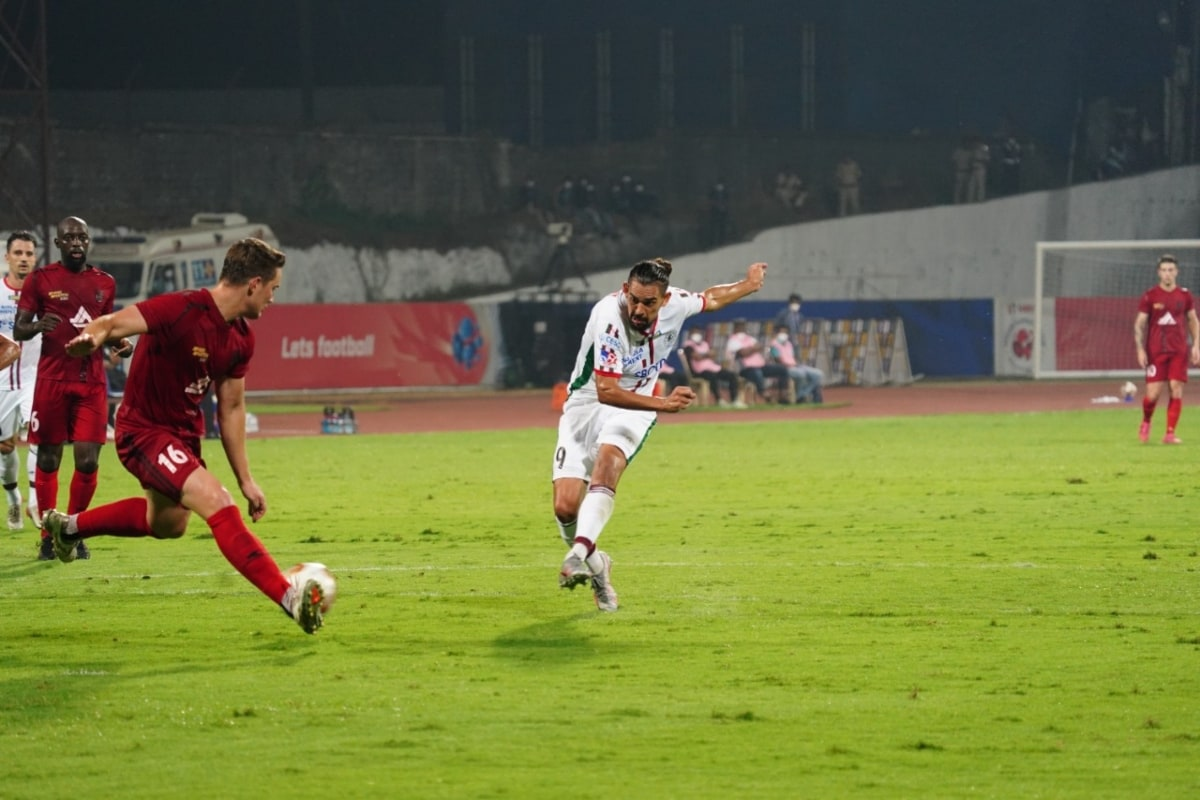 ISL 2020-21 Semi-final 2 1st Leg HIGHLIGHTS, NorthEast United FC vs ATK Mohun Bagan: Sylla Equalises Late, NEUFC Draw 1-1 with ATKMB - News18