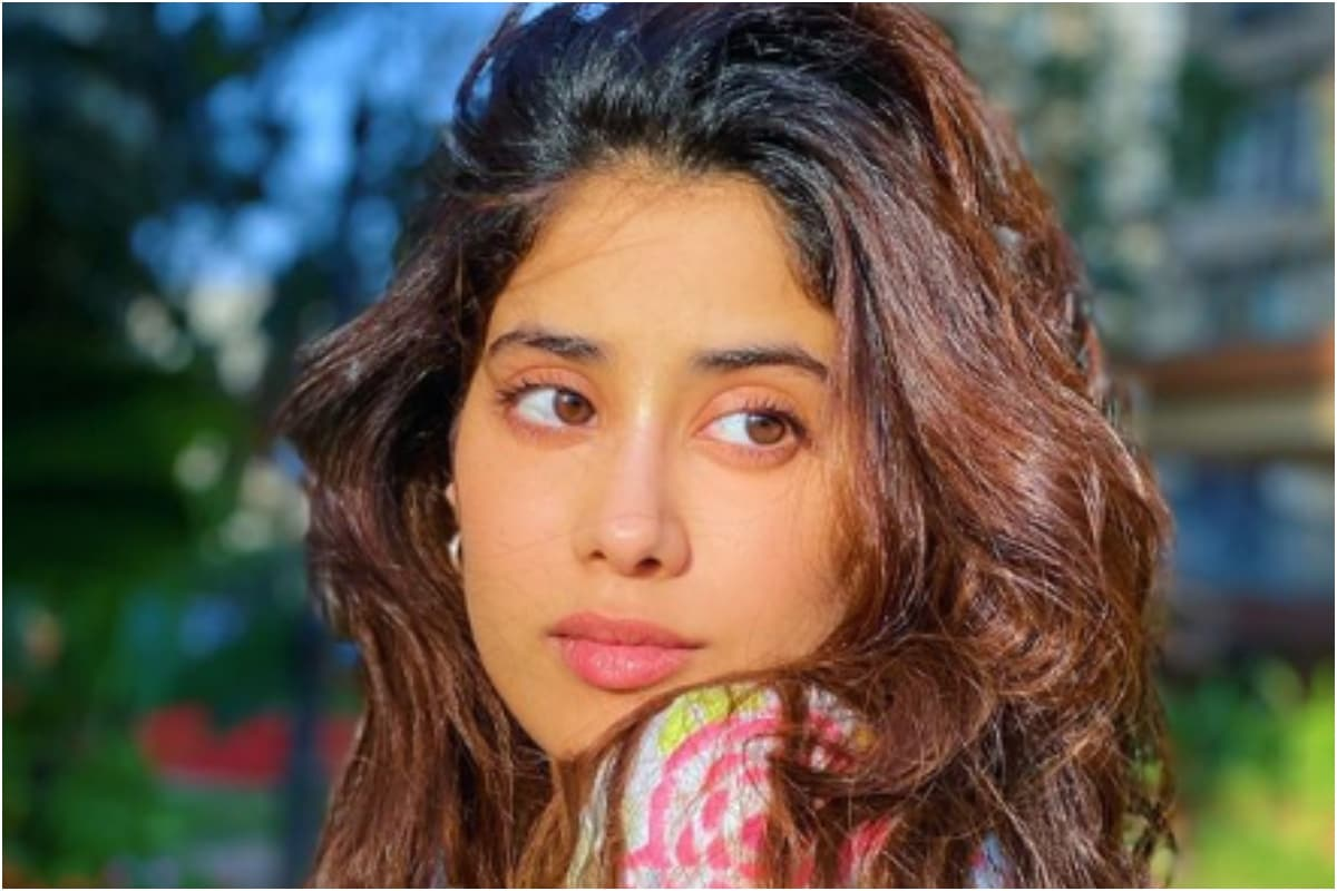 Fan Tries to Take Selfie with Janhvi Kapoor, Her Staffer Manhandles - News18