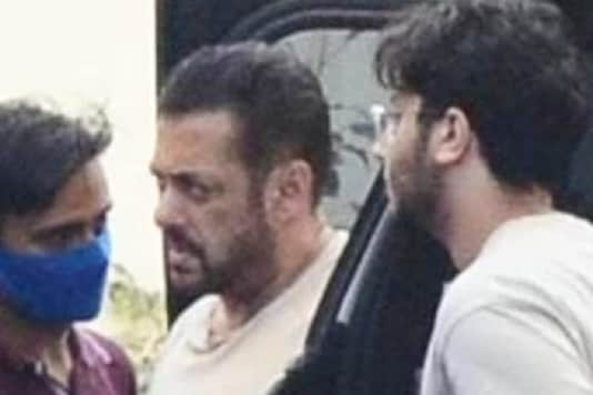 Salman Khan Gets Papped at a Studio as He Begins Shoot for Tiger 3 With Katrina Kaif