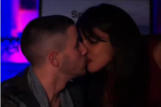 Priyanka Chopra Interrupts Nick Jonas' Spaceman Music Video Launch for an Adorable Kiss; Watch Here