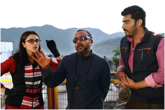 Dibakar Banerjee with Parineeti Chopra and Arjun Kapoor on the sets of Sandeep Aur Pinky Faraar.