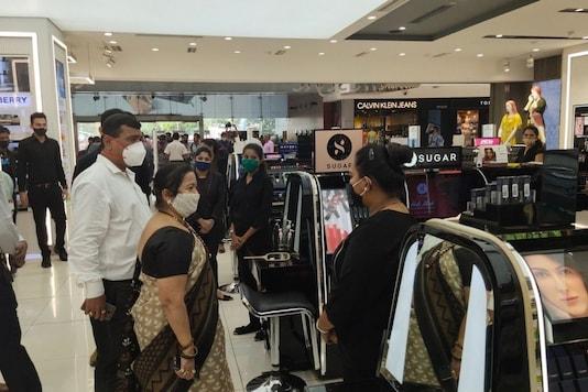 Mumbai Mayor Kishori Pednekar visited a suburban mall in Mumbai's Goregaon suburb on Saturday. (Image: Twitter)