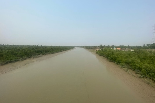 Surrounded by waters, the Sunderbans area was hit hard by Cyclone Amphan last year. There is some anger on the ground over alleged irregularities in the distribution of relief materials. (Aman Sharma/News18)