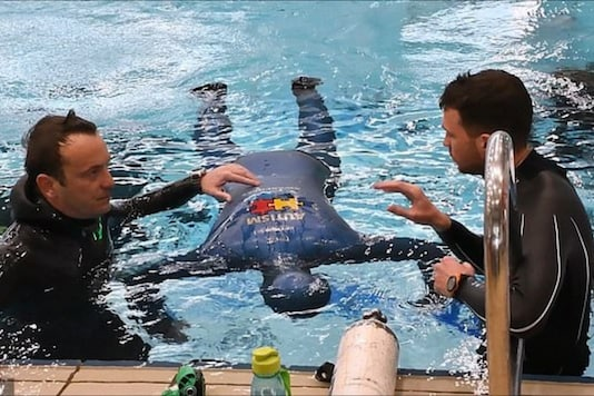 The diver set a new record after staying under water for over 24 minutes