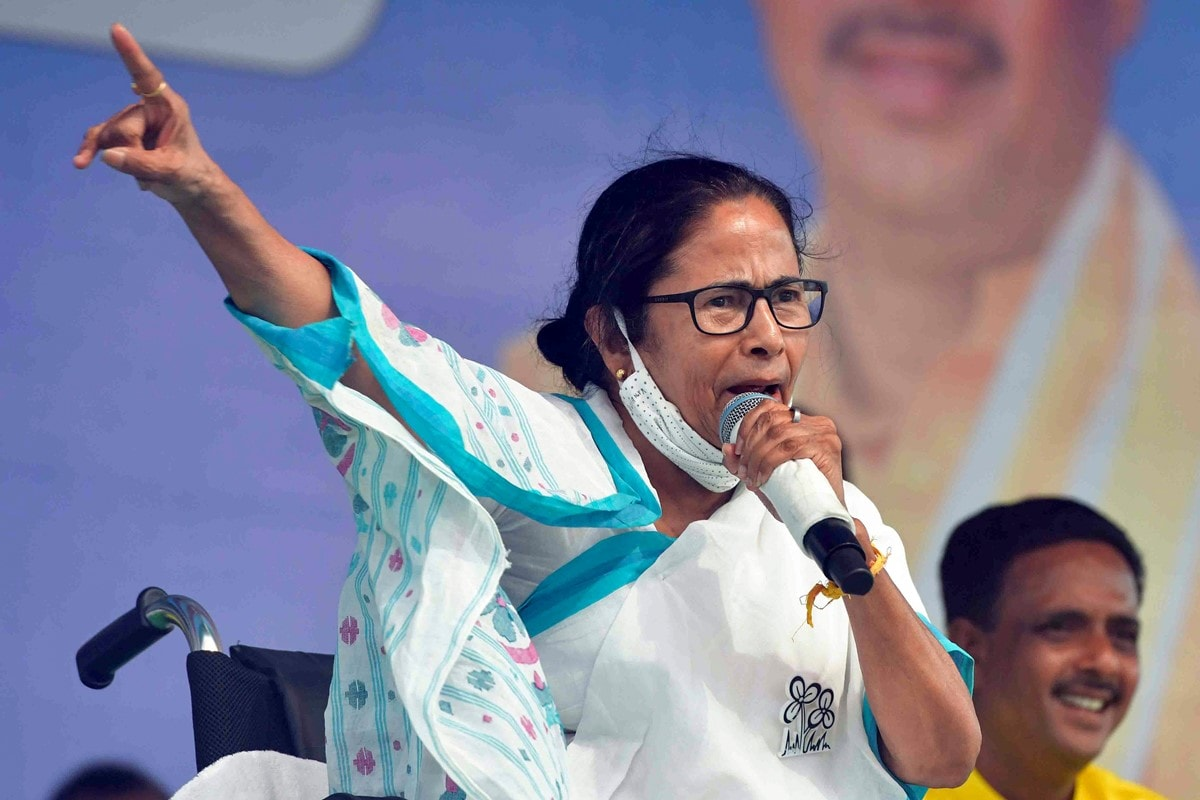 Mamata Banerjee Questiones Covishield Valuation Difference for State and Private Hospitals