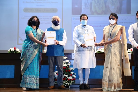 Union Minister of Education conferring awards (Image Source: Twitter/@DrRPNishank)