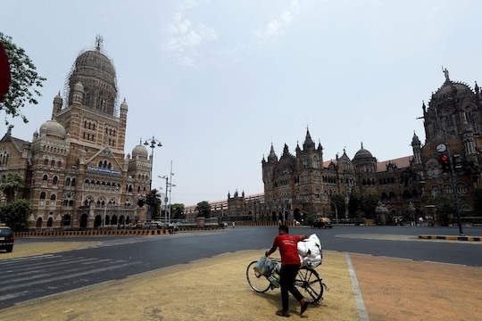Maharashtra 'Locks Down': Public Transport Only for Essential Services; Wedding Guests Limited to 25