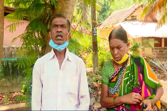 Gowramma (60) and Krisnappa (65) who take care of their granddaughter in Karnataka. (Image: News18)