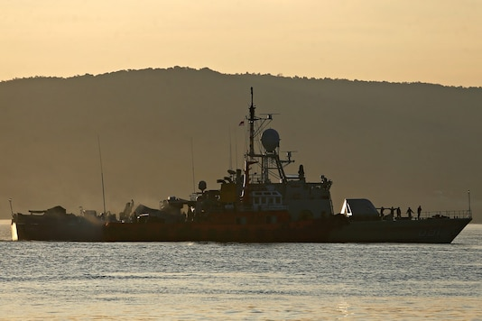 An Indonesian Navy's ship at the Tanjung Wangi port during search for the missing submarine. (Reuters)