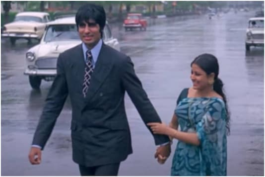 Amitabh Bachchan and Moushumi Chatterjee in Manzil.