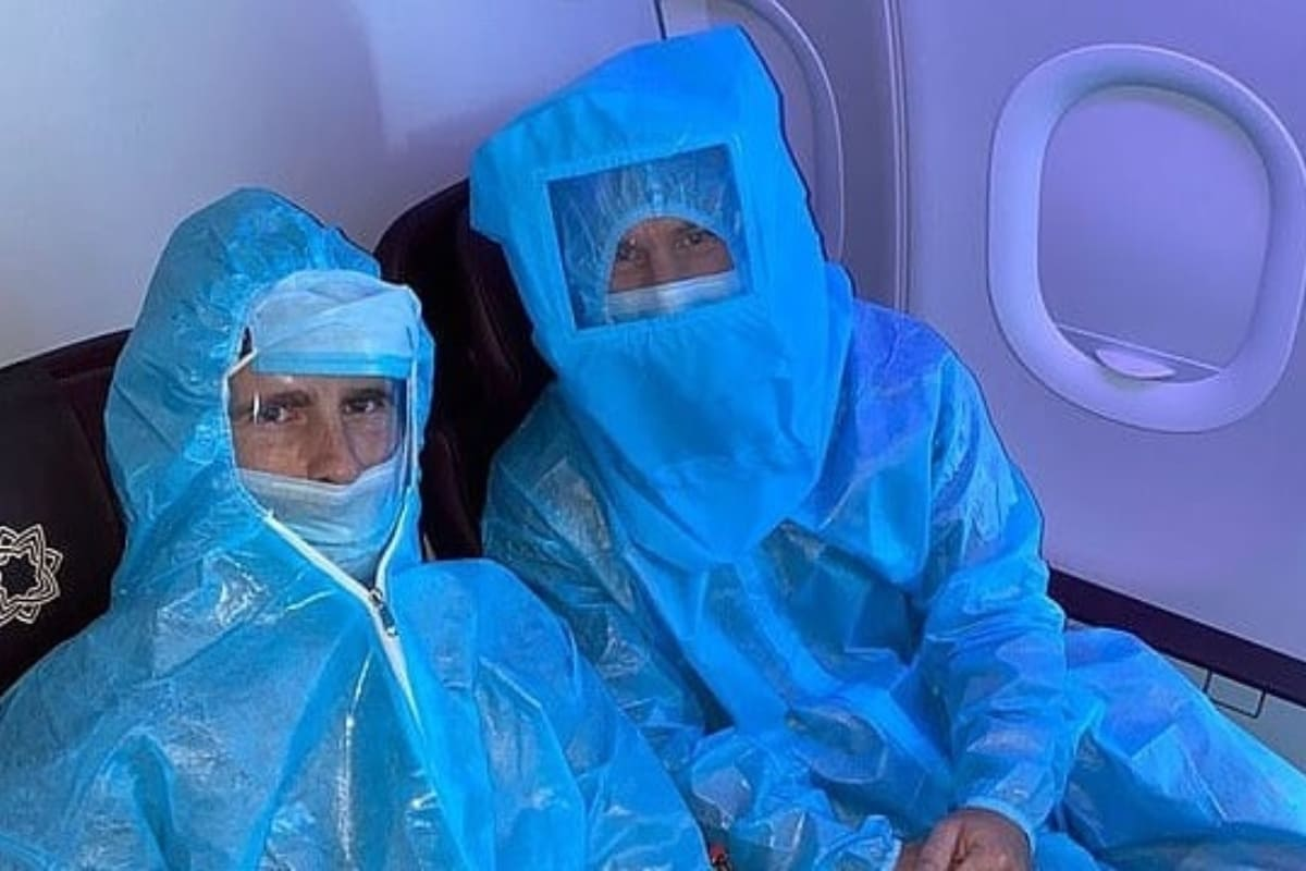 IPL 2021: David Warner, Kane Williamson in PPE Kits Before Flying to Delhi | See Picture thumbnail