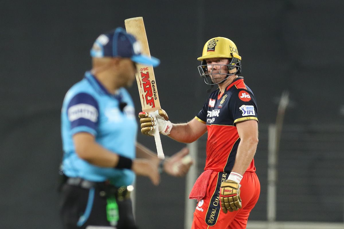 AB de Villiers Quickest to 5000 IPL Runs in Terms of Balls Faced, 2nd Overseas Players to Cross 5K Mark thumbnail