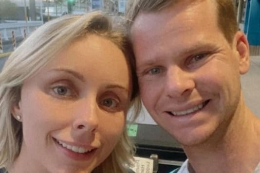 Steve Smith (right) with wife Dani Willis (Pic Credit: Instagram)