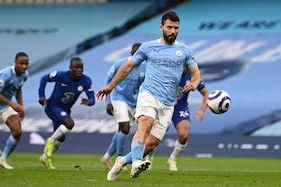 Sergio Aguero Apologises for Missed Penalty as Manchester City Lose Chance to Seal Premier League Title
