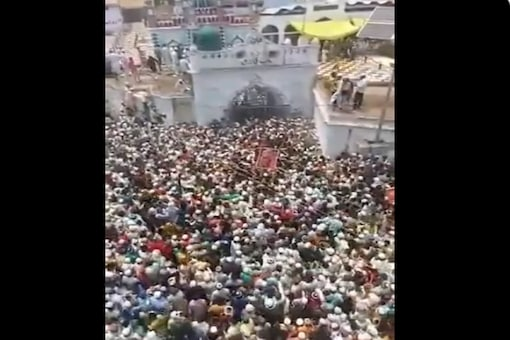 A screenshot from a video showing thousands of people gathered during the funeral of Zila Qazi in Uttar Pradesh's Budaun. (Image: @KanwardeepsTOI Twitter)