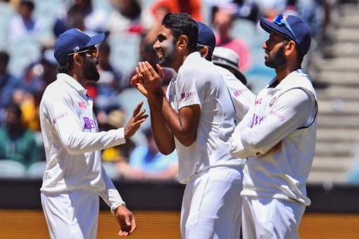 ravindra jadeja r ashwin live cricket news