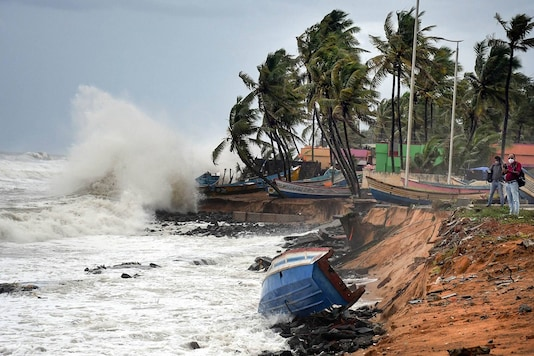 Rough sea weather conditions due to formation of Cyclone Tauktae in the Arabian Sea, in Kerala's Thiruvananthapuram on May 15. (Image: PTI)