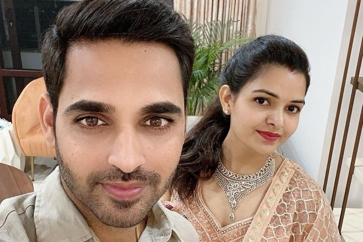 Bhuvneshwar Kumar And His Wife in Quarantine After Displaying COVID-19  Symptoms