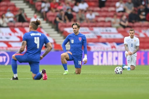 Players took a knee before England vs Romania match. (Photo Credit: AP)