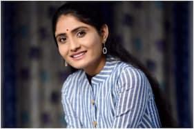 Gujarati Singer Geeta Rabari Received COVID-19 Jab at Home?; Inquiry on