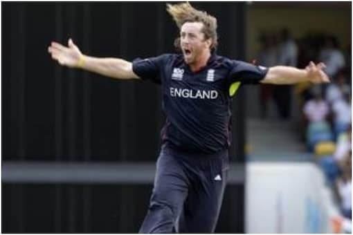 Ryan Sidebottom was adjudged Man of the Match for his 2 for 31 in 4 overs.