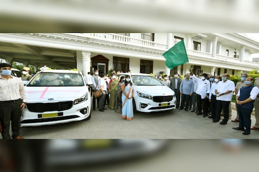 Telangana government hands over 32 Kia Carnival MPVs to additional collectors. (Image source: IANS)
