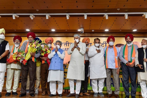 Punjab intellectuals join BJP in presence of party leader Gajendra Singh Shekhawat in New Delhi, Wednesday. (PTI)