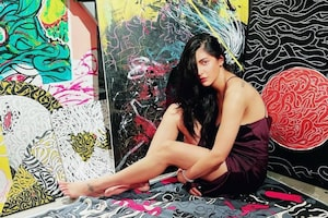 Shruti Haasan Gives A Glimpse Of Her Boyfriend's Paintings, Check Out The Diva's Sexy Pics