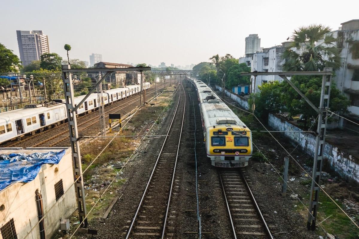 Western Railway Introduces 15 Coach Trains Between Andheri and Virar in Mumbai
