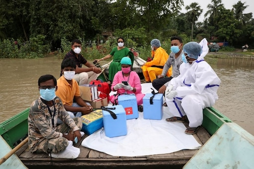 Health workers take vaccines as part of a drive in Bengal. (Reuters)