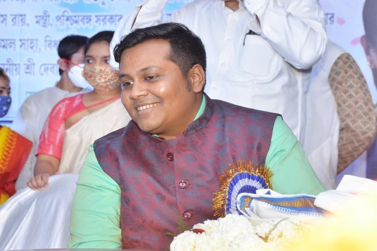 The Saga of a Conman: Debanjan Deb Spent His Own Money to Run Fake Vaccination Camps in Bengal