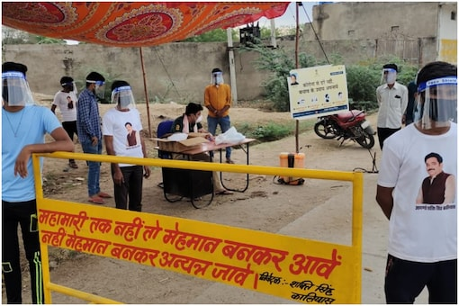 A Covid checkpoint manned by volunteers. (Pic courtesy Sohail Khan)