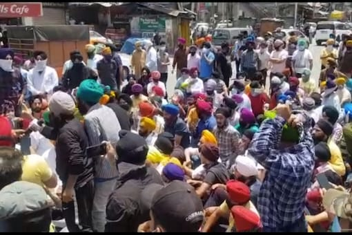 Sikhs protest against the forced conversion of two girls in Srinagar.
